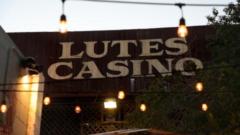 {E}01: Lutes Casino