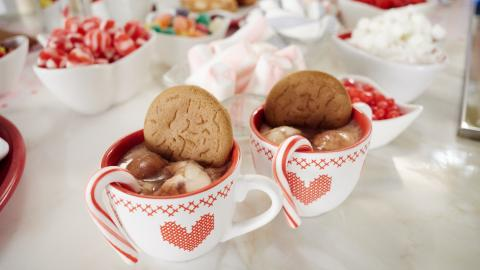 {S}01.{E}06. Kids' Gingerbread House Party