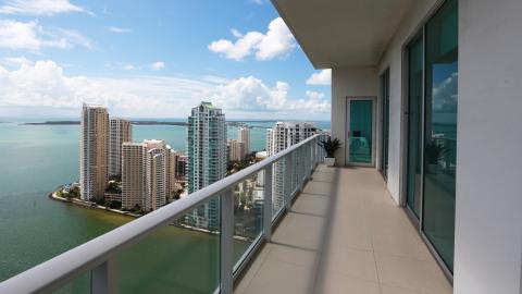 {E}16: Luxury Pad Miami