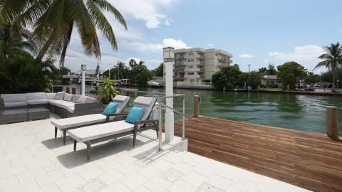 {E}14: Oceanside Paradise Miami