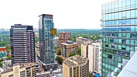 {E}06: Luxe Apartment Toronto