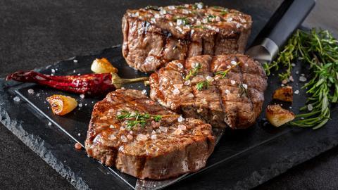 {E}05: Steak & Salad