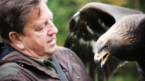 {E}04: Jagd mit Adler und Waffe