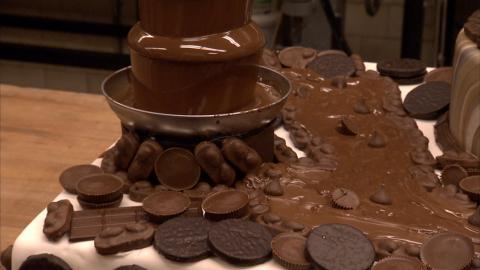 {S}03.{E}21. Crazy Chocolate Cake & Carlo's Centennial