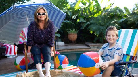 {S}09.{E}08. Backyard Beach Party
