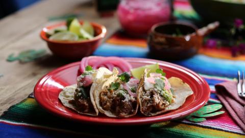 {S}09.{E}09. Taco Tuesday, SoCal-Style
