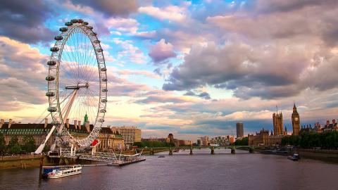 {S}11.{E}53. London