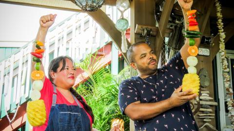 {S}09.{E}06. Hawaiian Heat And Texas Meat