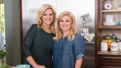 {S}04.{E}07. Kelly Clarkson In The Kitchen
