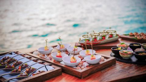 {S}01.{E}09. Maldives