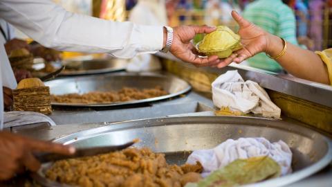 {S}01.{E}02. Amritsar