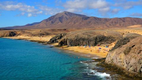 {S}02.{E}52. Winter Sun: Lanzarote