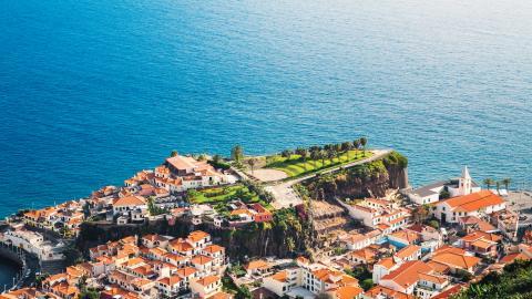 {S}02.{E}74. Winter Sun: Madeira
