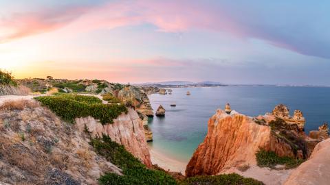 {S}02.{E}77. Winter Sun: Western Algarve