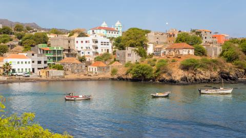 {S}02.{E}78. Winter Sun: Cape Verde